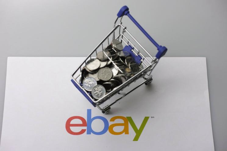 欧亿平台登录注册Etsy卖家在eBay拍卖Bernie's Mittens玩偶